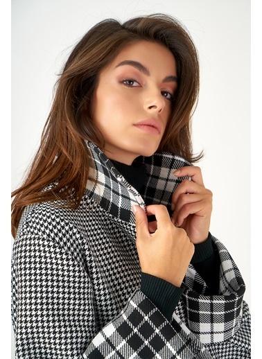 Women&Women Kazayağı Ve Ekoseli Palto Siyah